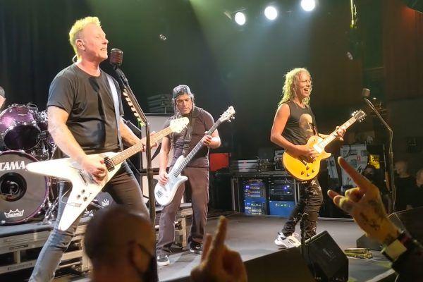 Metallica realiza su primer concierto completo del 2021
