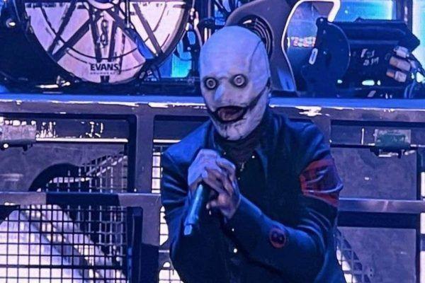 La perturbadora máscara nueva Corey Taylor es presentada en concierto de Slipknot