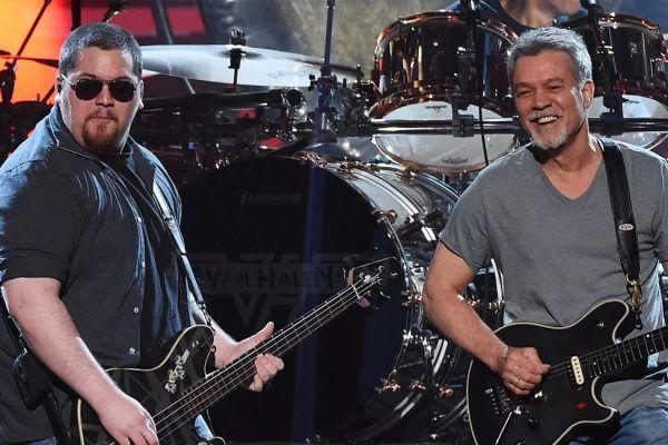 Wolfgang, hijo de Eddie Van Halen, le rinde tributo a su padre en el primer aniversario de su muerte