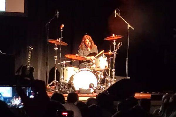 """Dave vuelve a tocar la batería para """"Smells Like Teen Spirit"""""""