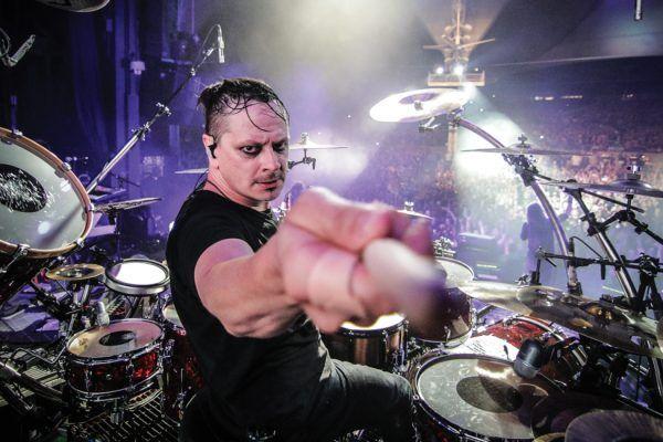 Ray Luzier, baterista de Korn, da positivo para COVID-19